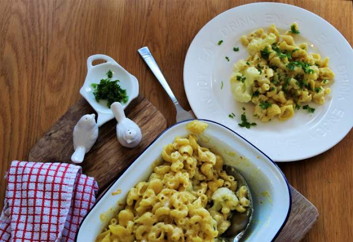 Makaron w sosie serowym zapiekany z kalafiorem / Macaroni cheese backed with cauliflower