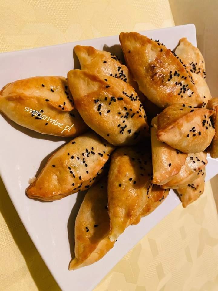 Pierożki pieczone (drożdżowe)
