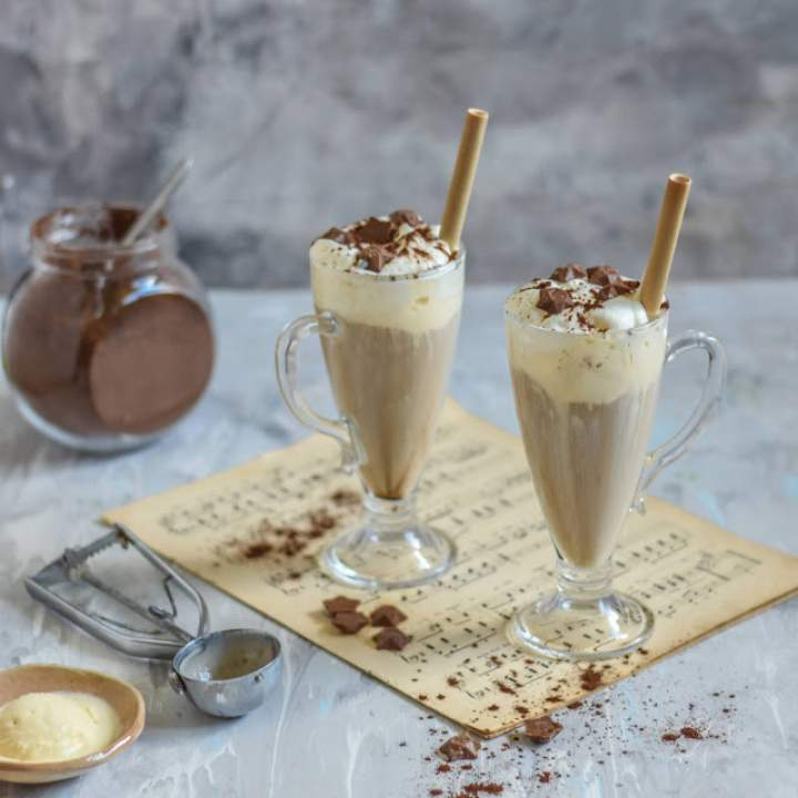 Najlepsza kawa mrożona z lodami i bitą śmietaną