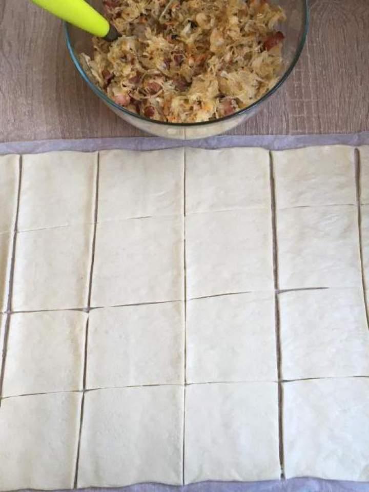 Imprezowe kuleczki z kapustką kiszoną i kiełbasą