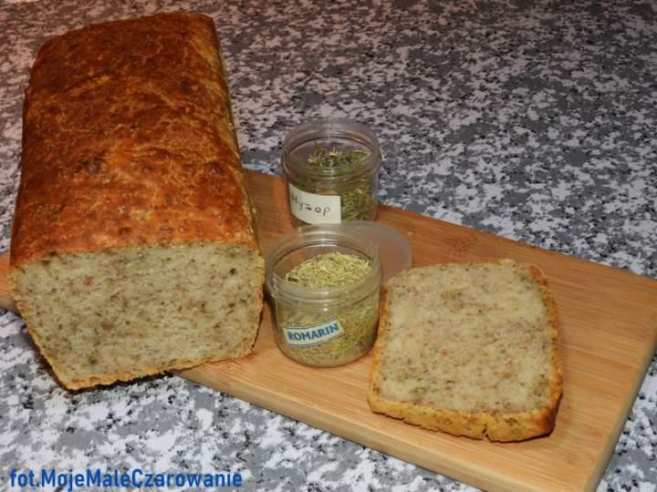 Chleb na zakwasie pszennym z ziołami