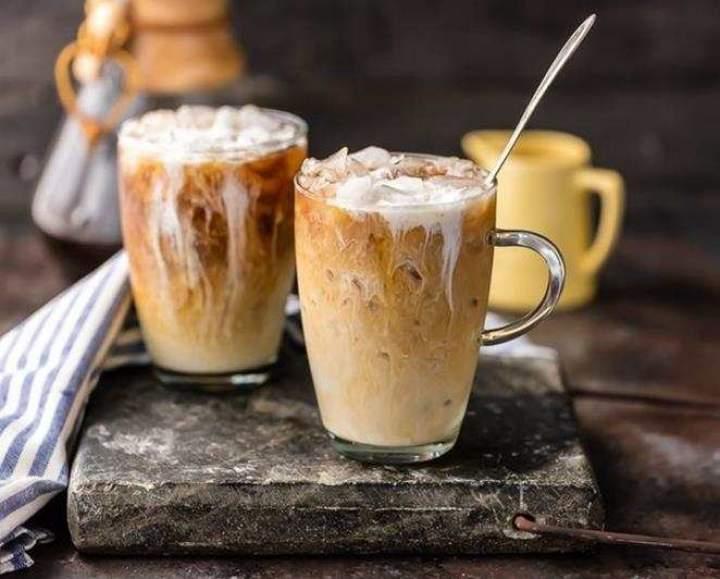 Mrożona kawa z lodami.