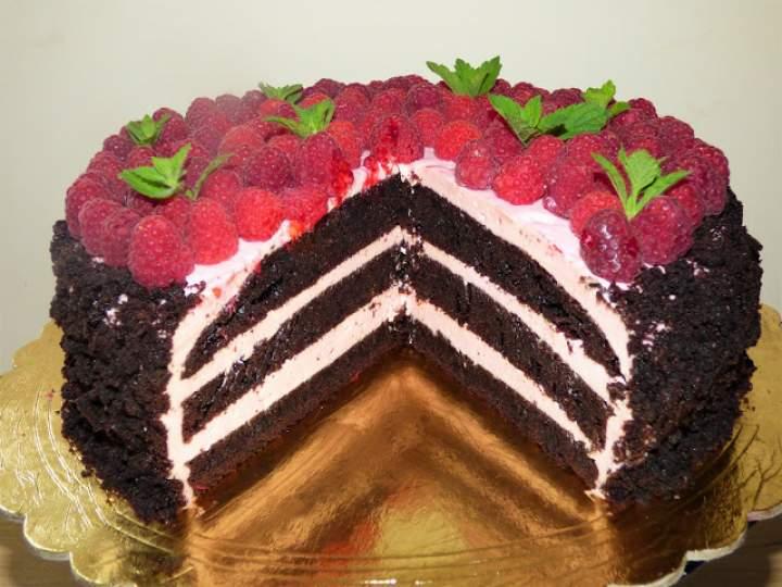Tort czekoladowo – malinowy