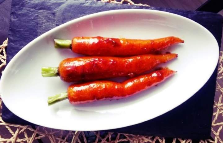 Młoda marchewka karmelizowana