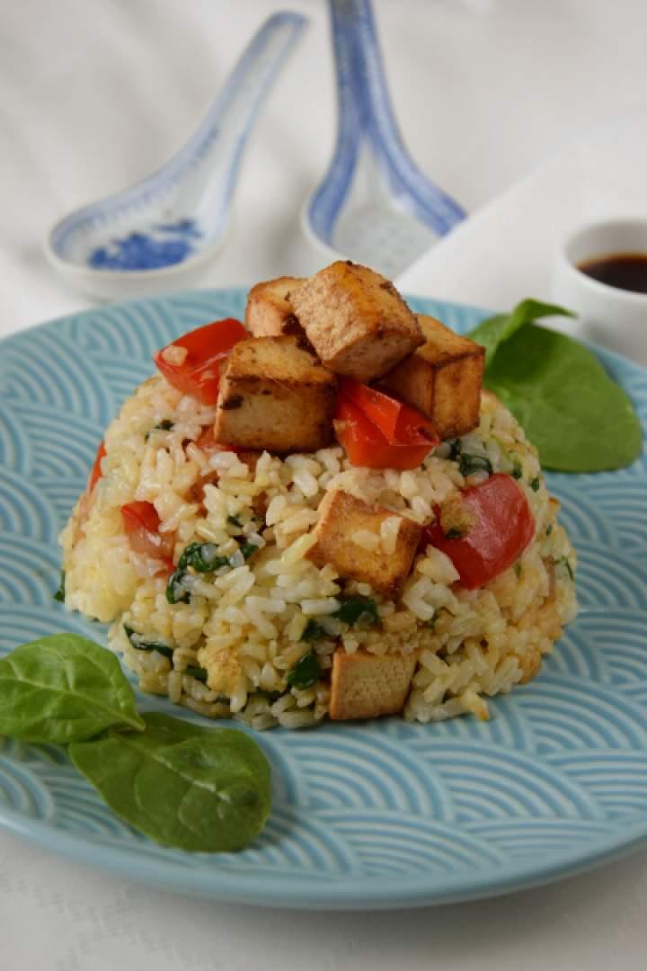 Smażony ryż z warzywami i tofu
