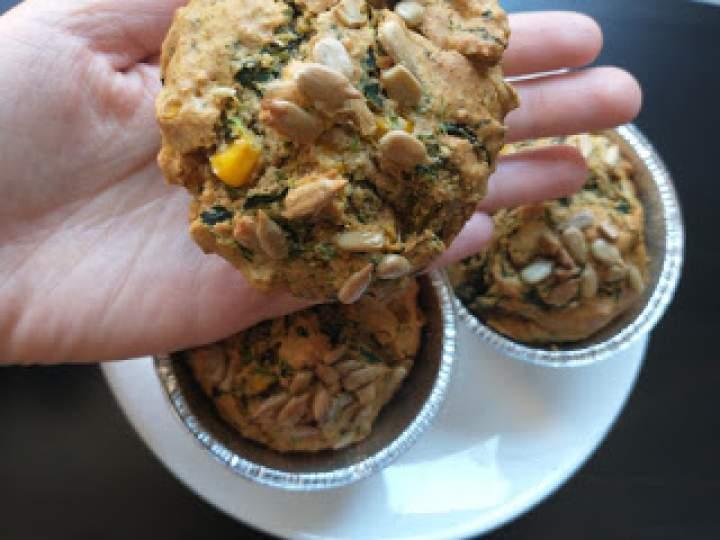 Wytrawne owsiano-żytnie muffinki ze szpinakiem i kukurydzą