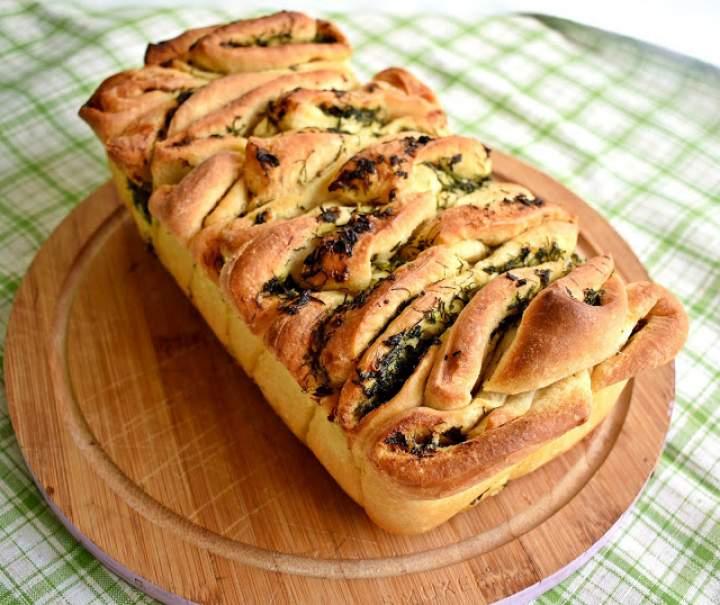 Ziołowo-czosnkowy chlebek do odrywania