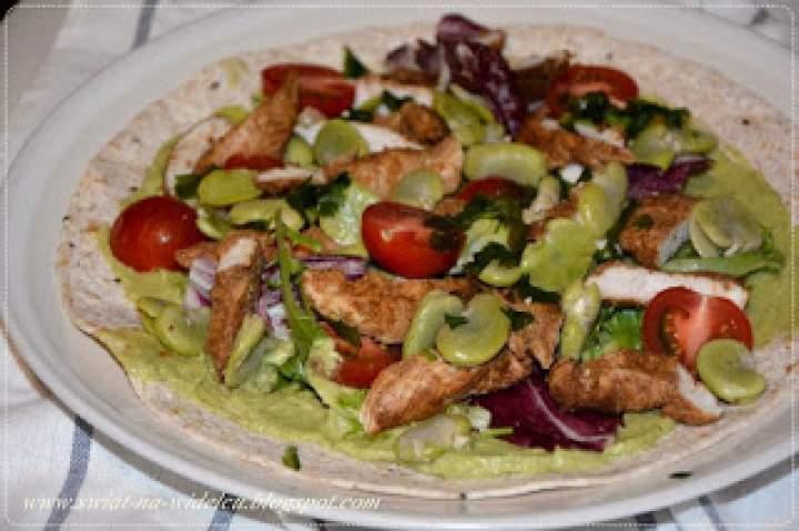 Wrapy z kurczakiem garam masala i warzywami