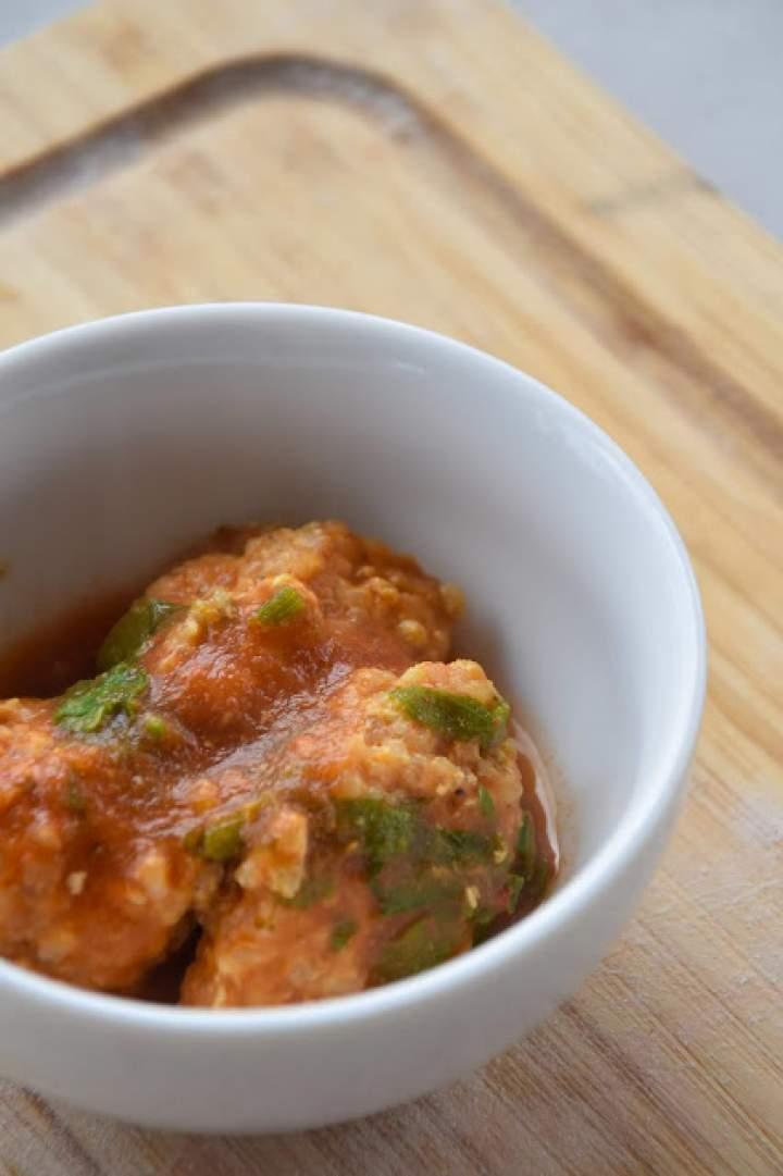 pulpeciki z kaszą jaglaną i sosem pomidorowym