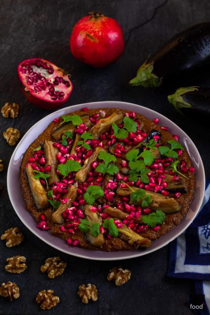 Fesenjan z bakłażana w sosie z orzechów włoskich i granatów