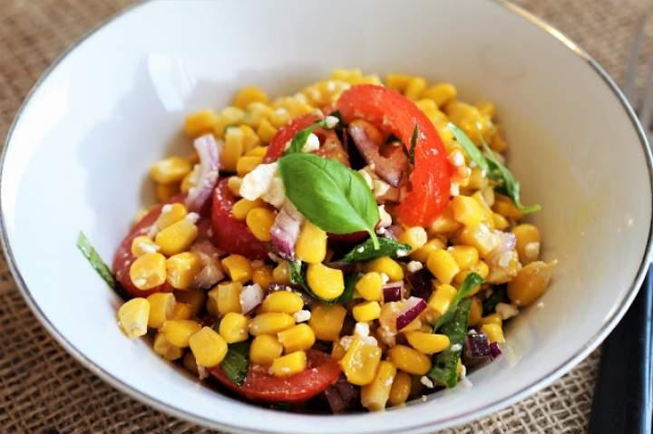 Śródziemnomorska sałatka z kukurydzy / Mediterranean Corn Salad.