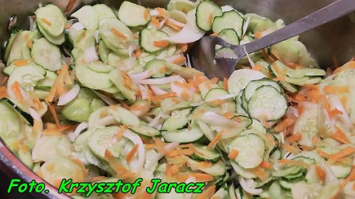 Sałatka ogórkowa z kurkumą ( na zimę ).