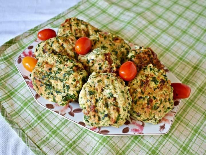 Kotleciki z indyka ze szpinakiem i suszonymi pomidorami