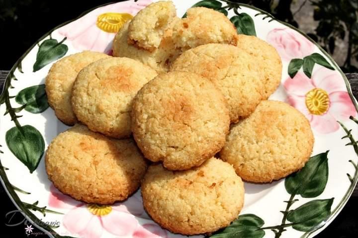 Kruche ciasteczka z kaszy manny i wiórków kokosowych (bez mąki)