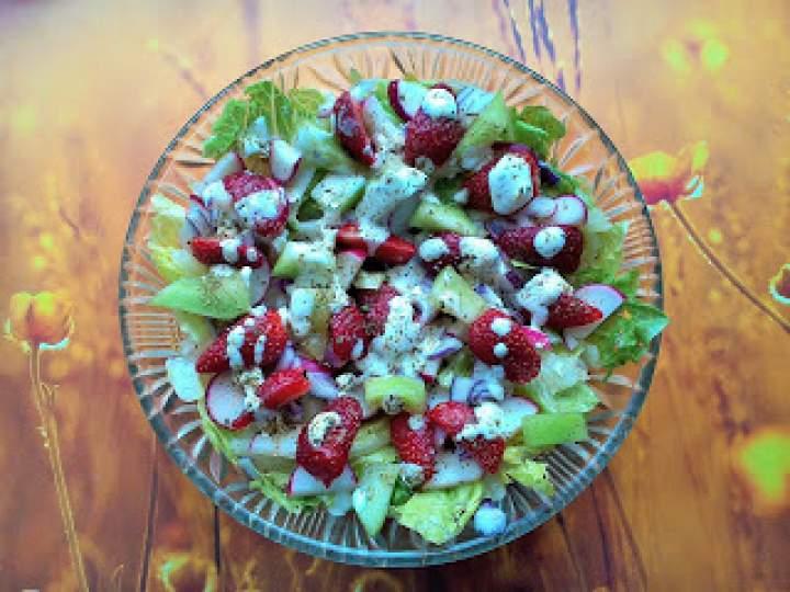 Surówka z truskawkami i melonem