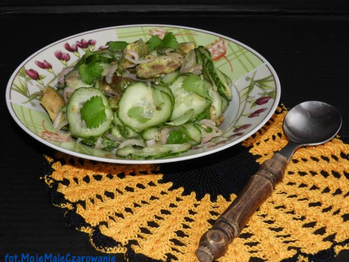 Sałatka z ogórka i awokado