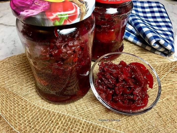 Sałatka z czerwonych buraków, papryki i cebuli (na zimę w słoiki)