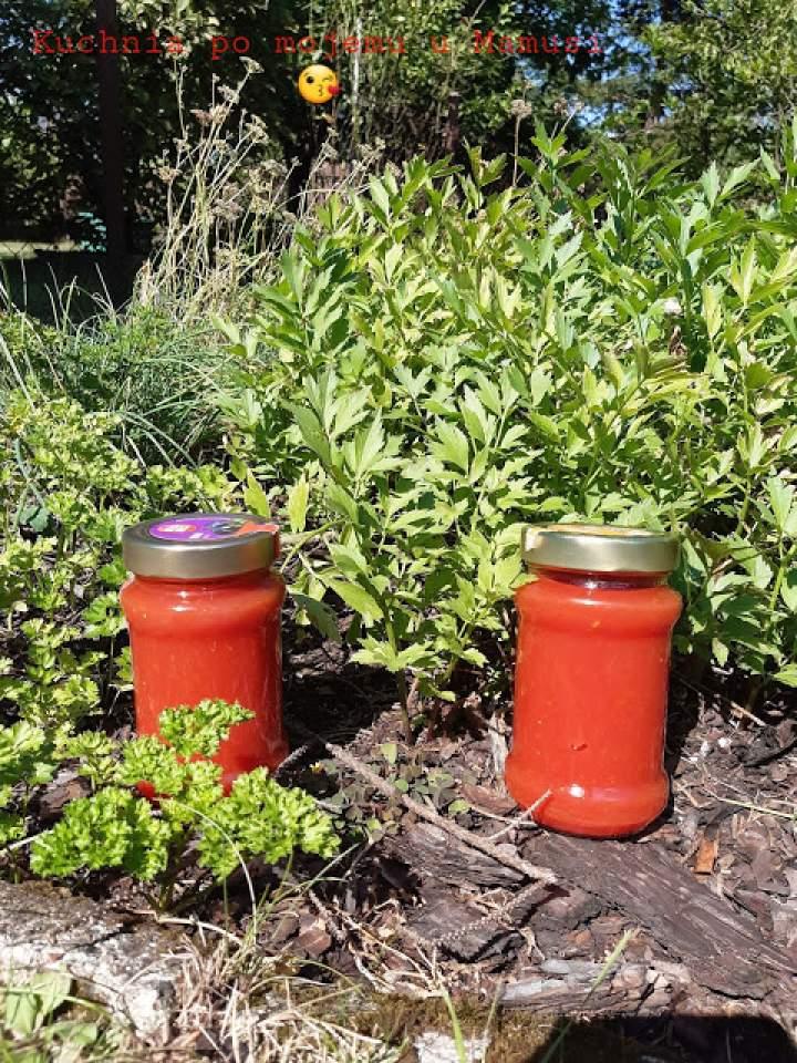 Przecier pomidorowy. Na zimę. Na zupę. Po chemii? Najlepszy na świecie – to na pewno.