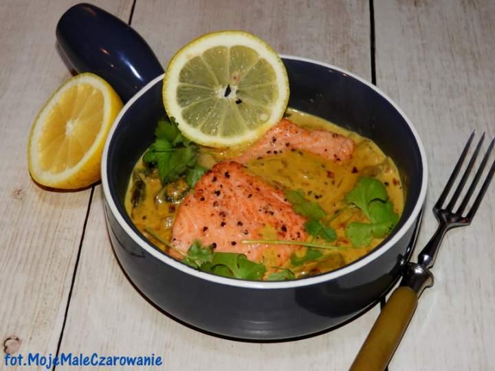 Pstrąg curry w sosie śmietanowo – pieczarkowym