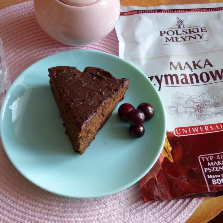 Ciasto czekoladowe z lawendą i wiśniami
