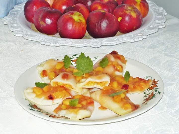 Pierogi z nektarynkami i kisielem