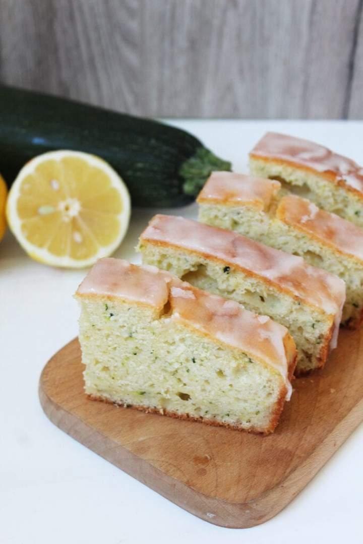 Ekspresowe ciasto cytrynowe z cukinią