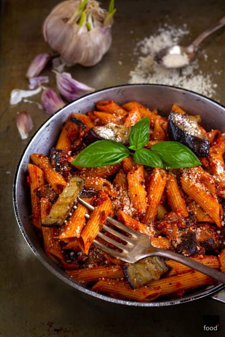 Pasta alla Norma – makaron z bakłażanem i pomidorami