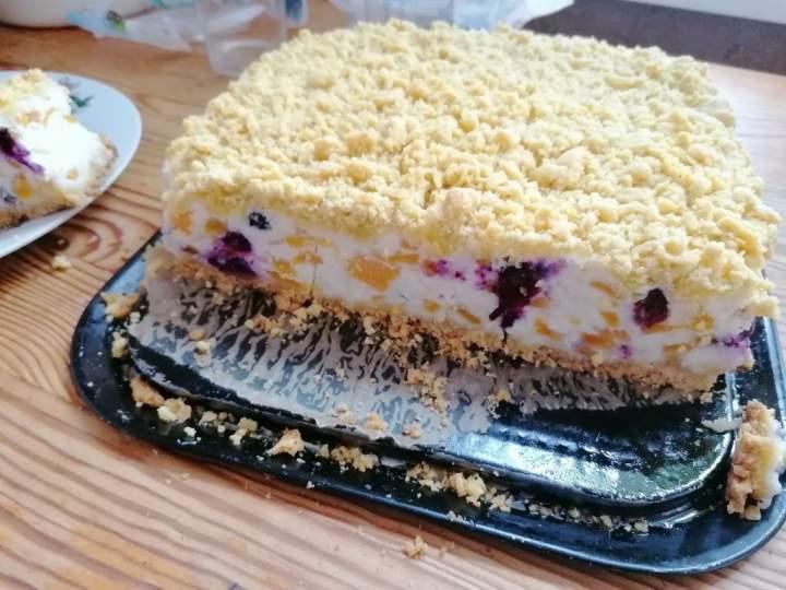 Ciasto kruche z masą jogurtową i owocami