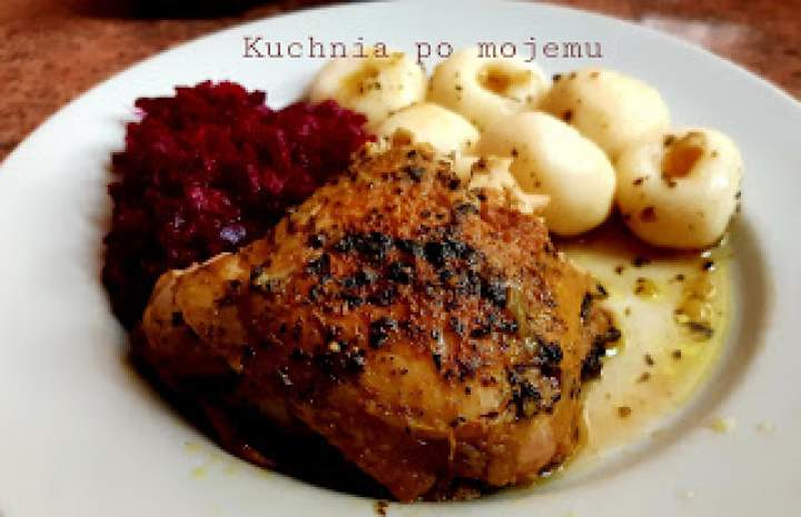 Delikatny kurczak w kurkumie duszony w garze. Weekendowy obiad z Mamusią