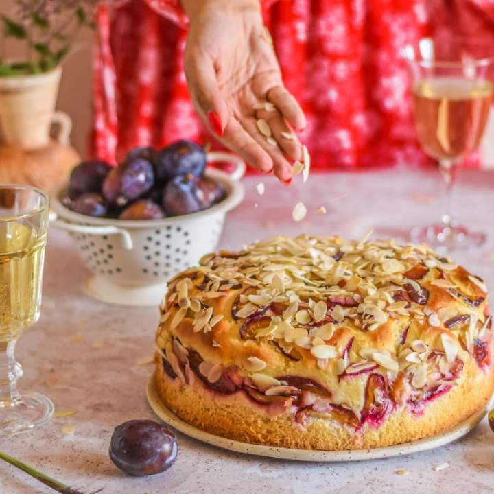 Ciasto drożdżowe ze śliwkami i migdałami