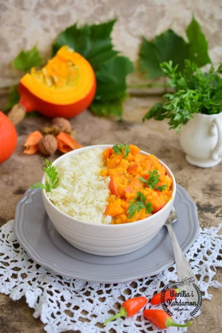 Wegetariańskie curry z dyni i marchewki