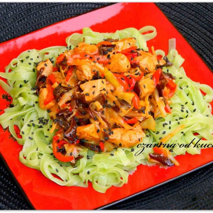 Chińskie z zielonym makaronem