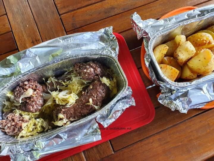 Grillowana kaszanka z kiszoną kapustą i ziemniaczki.