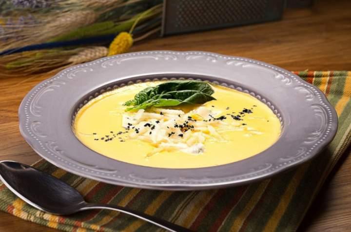 Kremowa zupa kalafiorowa z ziemniakami