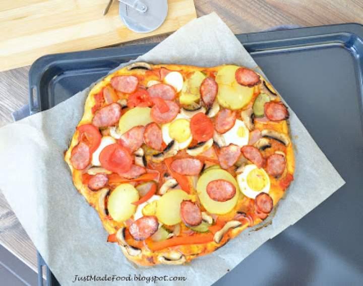 Pizza z ziemniakami i jajkiem