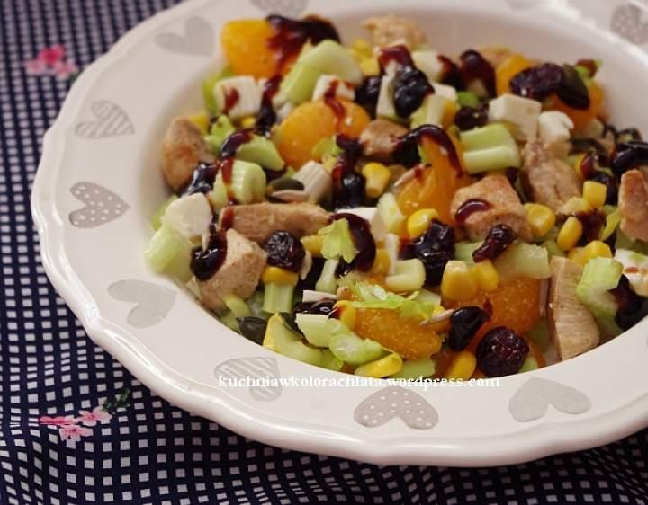 Sałatka z kurczakiem, mandarynkami i żurawiną