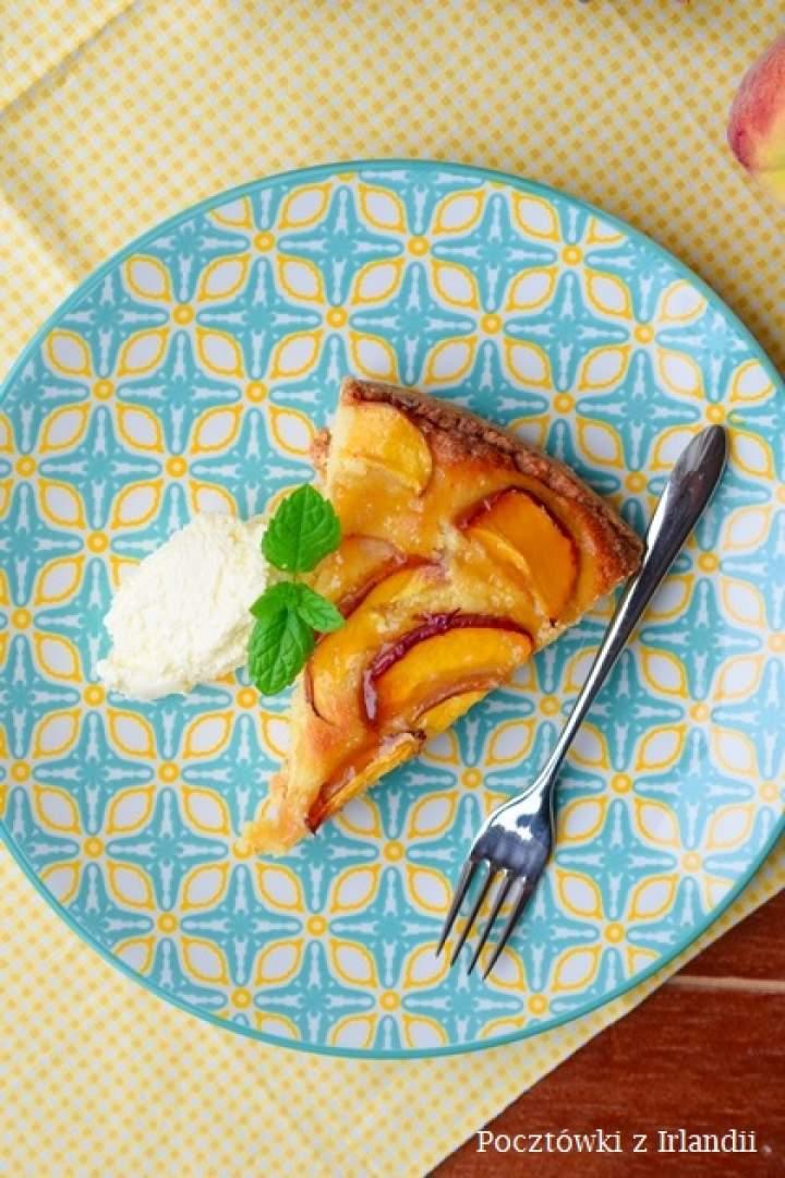 Migdałowa tarta z brzoskwiniami