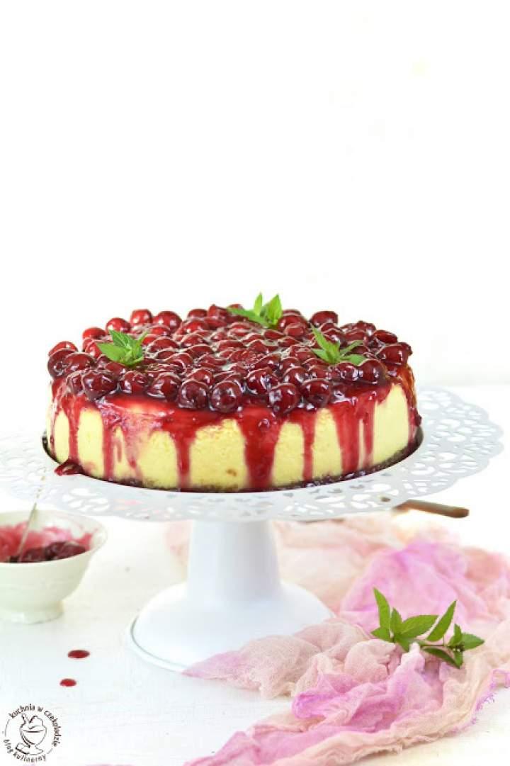 Sernik z frużeliną wiśniową