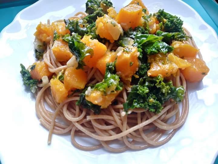 Spaghetti z dynią i jarmużem