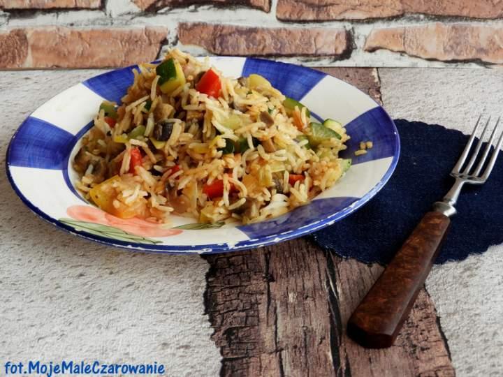 Ryż smażony z warzywami i piaczarką