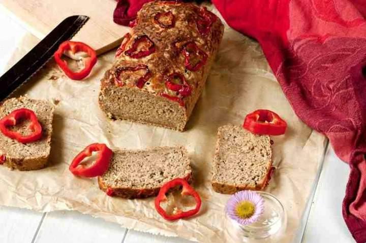 Piwny chleb serowy z papryką.
