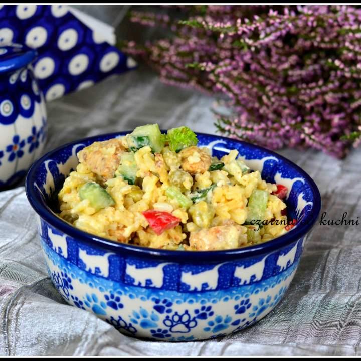 Sałatka z ryżem i kurczakiem