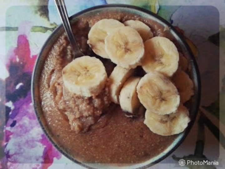 Rozgrzewająca jaglanka z bananem i czekoladą