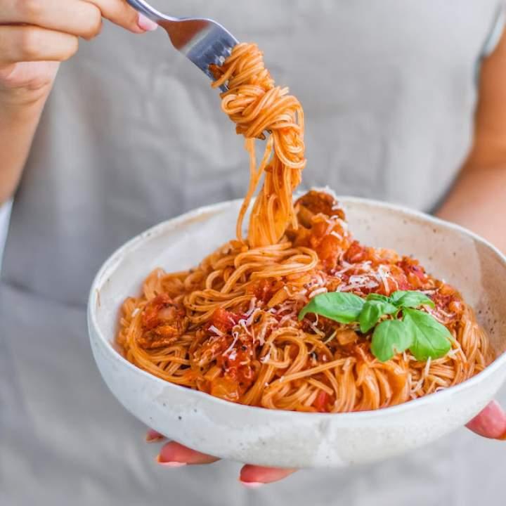 Makaron w sosie pomidorowym z chorizo