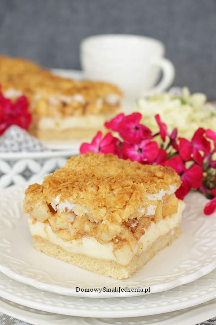 ciasto kruche z budyniem jabłkami i pianką