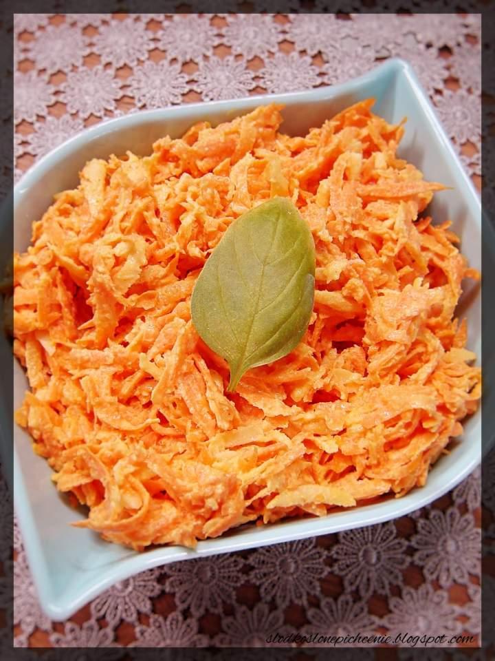 Surówka z marchewki w sosie chrzanowo-musztardowym
