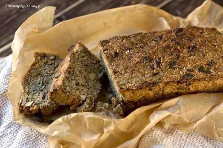 Chleb wieloziarnisty z orzechami bez mąki.