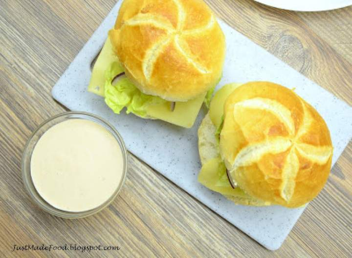 Domowy sos hamburgerowy