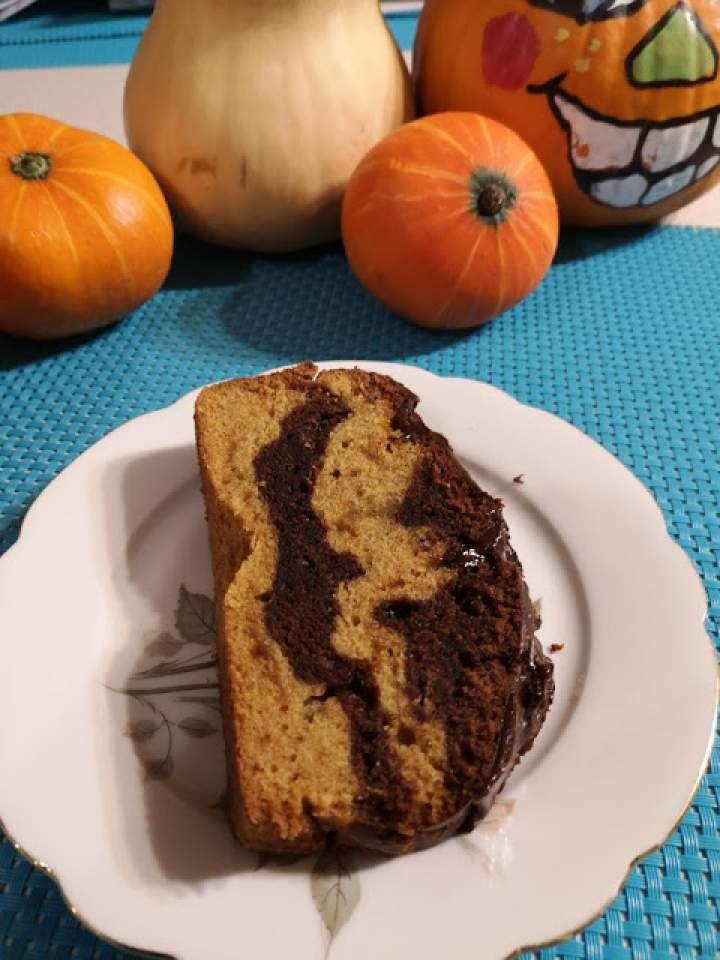 Dwukolorowe ciasto dyniowe z czekoladą