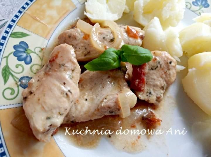 Pierś z kurczaka z suszonymi pomidorami